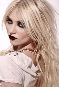 <3 Taylor Momsen. love this pic.