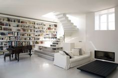 Piano e livros. <3