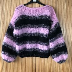 Dames mohair trui gebreid zwart in bohemian style Knitwear Fashion, Mohair Sweater, Color Stripes, Color Combinations, Bohemian Style, Hand Knitting, Boho Fashion, Lilac, Sweaters For Women