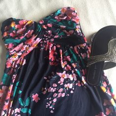 HP  Flower Strapless Dress delias no sleeve flower short dress; super cute for vacation, summer, etc. worn a few times but great condition Hollister Dresses Midi