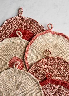 Cook's Pot Holders - free crochet pattern by Purl Soho Knitting Projects, Crochet Projects, Knitting Patterns, Crochet Patterns, Free Knitting, Crochet Ideas, Crochet Beanie Pattern, Crochet Yarn, Crochet Hooks