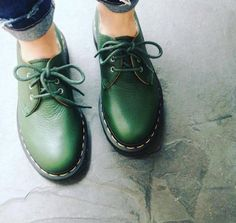 Docs of the Day: the 1461 shoe in Green Hug Me leather. Shop now through the link in our bio. Dr. Martens, Doc Martens Oxfords, Sock Shoes, Shoe Boots, Inspiration Mode, Green Shoes, Looks Cool, Me Too Shoes, Personal Style