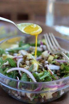 Tenemos una salsa para cada ocasión y te vamos a enseñar cuáles son nuestras favoritas. ¡No te las pierdas! Salad Dressing Recipes, Salad Recipes, Vegan Recipes, Cooking Recipes, Vegan Food, Salad Bar, Soup And Salad, Sauces, Yummy Veggie