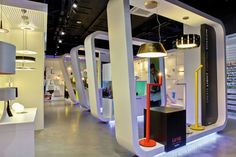 Enhance the light. Flagship Store Philips Lighting by Flyproject - Platform Architecture and Design Lighting Showroom, Interior Lighting, Lighting Design, Shop Front Design, Store Design, Shelf Furniture, Furniture Design, Office Design Concepts, Showroom Interior Design