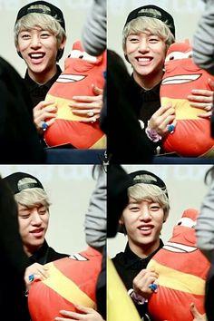 AaaaaaaaaaaaaaaaaaaaaaaHHHH! Daehyun! Such a cutie ;)
