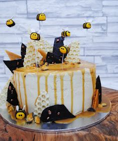 Sharkett Sisters: SALTED CARAMEL AND HONEYCOMB BLOGIVERSARY CAKE
