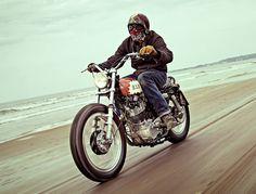 """moment-japan: """"YAMAHA SR400 Custom SRはトラッカースタイルがよく似合うバイクです。 """""""