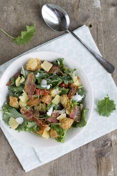 boerenkoolsalades ****knoflook, verse tomaten en uitjes toegevoegd, dressing=mayo en creme fraich****