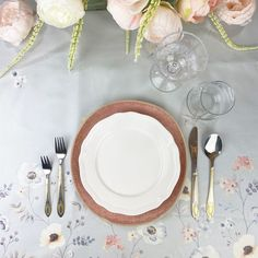 Spring means embracing the charm of pastel colour palettes, alfresco settings, and overflowing florals. Put all of these elements together and you get a tablescape that can only mean that warm/outdoor weather is upon us. Pastel Colour Palette, Pastel Colors, Colour Palettes, Floral Centerpieces, Floral Arrangements, How To Get Warm, Blooming Flowers, Pretty Pastel, Tablescapes