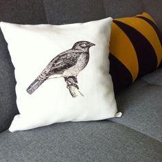 DIY: kussen met dieren print Living Room Decor, Diys, Sewing Projects, Throw Pillows, Caravan, Prints, Decor Ideas, Inspiration, Drawing Room Decoration