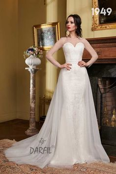 This unique mermaid wedding dress features long see-through sleeves and an elegant backless look. The tulle skirt adds volume and can be detached to switch from a princess to a fit and flare or mermaid style in 1 wedding dress). 2 In 1 Wedding Dress, Wedding Gowns With Sleeves, Wedding Bride, Wedding Dresses, Mermaid Style, Flowy Skirt, Princess Style, Mermaid Wedding, Floral Lace