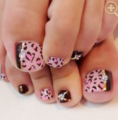 Cutest pedicure ever! Pretty Toe Nails, Cute Toe Nails, Hot Nails, Swag Nails, Pedicure Designs, Pedicure Nail Art, Toe Nail Designs, Acrylic Toe Nails, Toe Nail Art