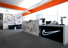 Nike Redesign UK Headquarters Nike& UK headquaters have been given a stylish new make-over thanks to creative agency Rosie Lee. All three floors of their London offices have been tranformed by a v. Reception Design, Office Reception, Reception Areas, Nike Office, Cool Office, Office Ideas, Office Hub, Startup Office, Small Office