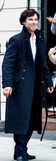 Benedict Cumberbatch filming Sherlock series 3 in London. Don't laugh. I said don't, don't you dare! =P