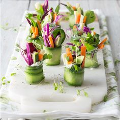 healthy snacks - You'll never go wrong with these low carb crunchy cucumber rolls as a refreshing starter Low Carb Cocktails, Healthy Cocktails, Cucumber Rolls, Cucumber Recipes, Raw Food Recipes, Snack Recipes, Cooking Recipes, Appetizers For Party, Appetizer Recipes