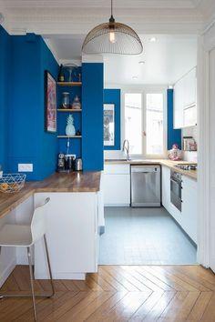 Miser sur du bleu pour dynamiser la cuisine !