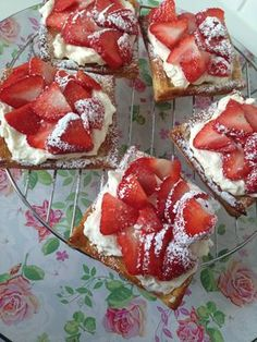 Easy Cake : Strawberry tarts with puff pastry, Fun Cooking, Cooking Recipes, No Bake Desserts, Dessert Recipes, No Bake Cake, Love Food, Sweet Recipes, Cupcake Cakes, Food And Drink