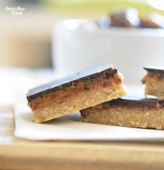 Carrés au caramel salé de dattes et au chocolat noir - IG modéré