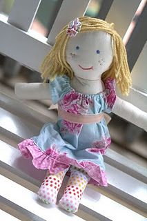 rag doll tutorial. this was so easy and you can match the doll to the child. even the clothes!
