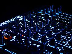 A oficina de DJ possui 10 vagas em aberto, e ocorre no dia 7 de dezembro, às 15h. Com 10 vagas disponíveis, o critério de seleção para o encontro será por ordem de chegada.