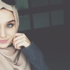 Image about beauty in Arabs on Hijab by Sky Angel Girl Hijab, Hijab Outfit, Muslim Girls, Muslim Women, Muslim Fashion, Hijab Fashion, Beautiful Hijab, Beautiful Eyes, Alexandra Golovkova