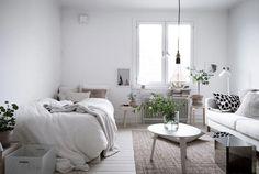 Appartamento scandinavo ricco di luce e tocchi green
