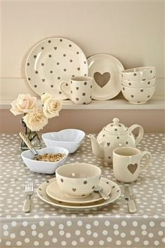 Cute polka dot dinner set.