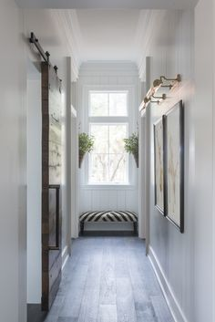This is gorgeous and I can do something similar in my upstairs hall