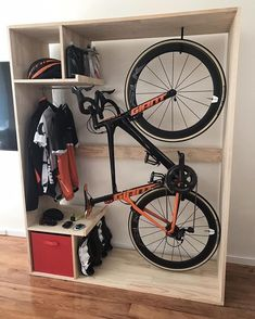 Proper storage is a must to keep bikes on top conditions. There are many ways to create proper storage. We listed 17 bike storage ideas to inspire you Indoor Bike Storage, Bicycle Storage, Indoor Bike Rack, Bicycle Rack, Range Velo, Giant Bikes, Bike Shelf, Bike Hanger, Bike Room