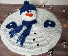 A free crochet pattern of a melted snowman. Do you also want to crochet this Snowman? Read more about the Free Crochet Pattern Melted Snowman Crochet Lovey, Crochet Amigurumi, Crochet Gifts, Crochet Toys, Free Crochet, Crochet Snowman, Christmas Crochet Patterns, Holiday Crochet, Reverse Single Crochet