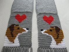 Collie Dog Scarf. Grey crochet scarf with Shetland por hooknsaw