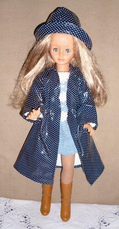 Cathie Cathy de Bella French Doll tenue   sous la pluie