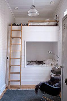 Combinatie van bedstee en hoogslaper. Ook zo'n bed kan muramura.nl voor je maken!