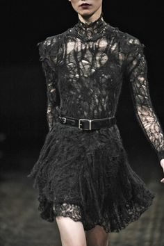 Julien Macdonald Fall 2011 Ready-to-Wear Collection Julien Macdonald, Style Haute Couture, Couture Fashion, Runway Fashion, Womens Fashion, Dress Fashion, Dark Fashion, Gothic Fashion, High Fashion