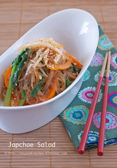 Japchae Salad - Turn authentic Korean Japchae into a salad with sweet potato noodles, spinach, bean sprouts, and sweet pepper dressed in a chili vinaigrette. Korean Dishes, Korean Food, K Food, Food Porn, Sweet Potato Noodles, Asian Recipes, Ethnic Recipes, Stuffed Sweet Peppers, Asian Cooking