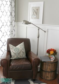 So bright and fun, yet cozy! Love this reading corner ... don't think I'd ever leave...