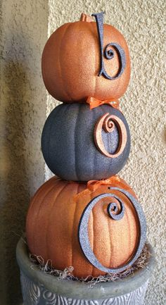 Front Porch Halloween Decorating Ideas • DIY projects, Tutorials and Ideas! Including, from 'diamond in the stuff', this glitter pumpkin topiary project.