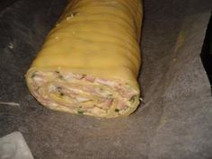 Das perfekte Käserolle-Rezept mit Bild und einfacher Schritt-für-Schritt-Anleitung: -Blech mit Backpapier auslegen und Käsescheiben darauf leicht…