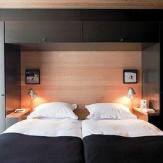 pour les tables de nuit dans l'autre sens ! gain de place evident Une chambre design tout en symétrie
