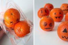 halloween-süßigkeiten-verpacken-lustig-clementinen-dekorieren-schwarzer-stift-schaurig