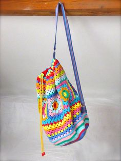 Crochet rucksack bag - 09 Crochet Hobo Bag, Crochet Box, Crochet Handbags, Crochet Purses, Cute Crochet, Knit Crochet, Crochet Headband Free, Granny Square Bag, Hiking Bag