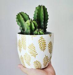 DIY Pot remake with golden permanent pen