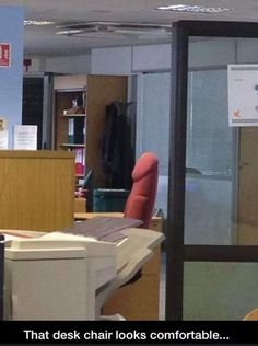 Office chair that looks like a penis. Funny Gay Memes, Hilarious, Funny Stuff, Funny Things, Stupid Stuff, Wtf Funny, Funny Humor, Adults Only Humor, Humor