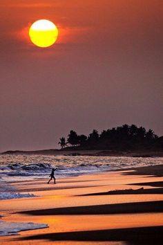 Beautiful Sunrise, Beautiful Beaches, Beautiful Moon, Foto Poster, Dream Beach Houses, Amazing Sunsets, Belle Photo, Beautiful World, Around The Worlds