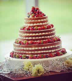 ネイキッドケーキをもっと可愛くするアレンジってどんなの? | marry[マリー] Red Velvet Wedding Cake, Bling Wedding Cakes, Garden Wedding, Wedding Table, Wedding Reception, Food Decoration, Party Snacks, How To Make Cake, Amazing Cakes