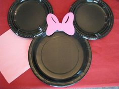 """Minnie Mouse Plates. Telling the kids idea?? Write """"we're going to Disney World!"""" on them and hang in room for morning of departure?"""