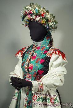 Slovak Wedding Kroj Popular Costumes, Polish Folk Art, Costumes Around The World, Wedding Headdress, Folk Costume, Eastern Europe, Ethnic Fashion, Historical Clothing, Fabric Art