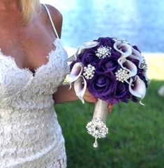 Many people believe that there is a magical formula for home decoration. You do things… Purple Brooch Bouquet, Calla Lillies Bouquet, Purple Flower Bouquet, Calla Lily Boutonniere, Purple Calla Lilies, Purple Wedding Flowers, Rose Bouquet, Bling Bouquet, Purple Rose