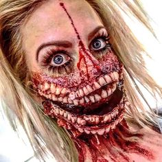 Creepy And Cool Halloween Makeup Ideas Living Room Decoration how to decorate a small living room for christmas Horror Makeup, Scary Makeup, Sfx Makeup, Costume Makeup, Looks Halloween, Cool Halloween Makeup, Scary Halloween, Halloween Ideas, Mascaras Halloween