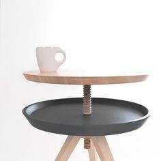 """""""Giros"""" est une table d'appoint en frêne massif imaginée par le designer espagnol Cristian Reyes. Le concept s'articule autour d'une simple ..."""